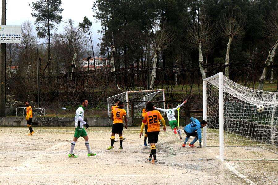 Flávio Russo a marcar para a equipa local